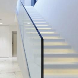Garde-corps d'escalier verre sans main-courante