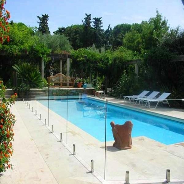 Clôture piscine Alu et Verre avec patte